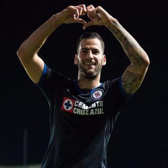 Edgar Méndez festeja el gol de Cruz Azul