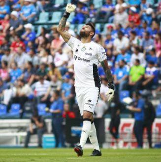 Jonathan Orozco festeja un gol