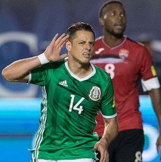 Chicharito Hernández en el partido contra Trinidad y Tobago