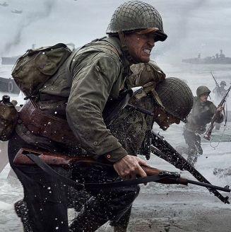 Soldados que se ayudan en Normandía