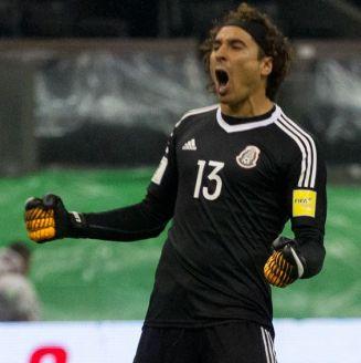 Ochoa, durante un juego con la Selección Mexicana