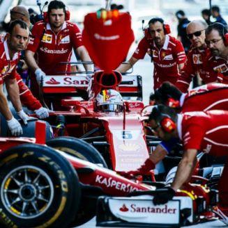 Monoplaza de Ferrari en una competencia