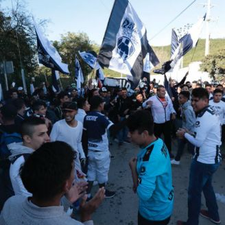 Aficionados se dieron cita en El Barrial para alentar a Rayados