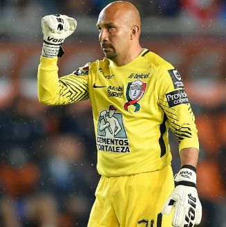 Conejo Pérez celebra un gol con Pachuca