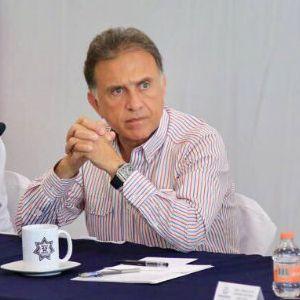 Yunes porta el reloj en una conferencia de prensa