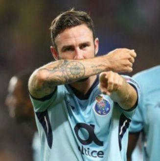 Miguel Layún feMiguel Layún festeja gol con el Portosteja gol con el Porto