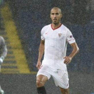 Pizarro conduce el balón en un juego de Champions