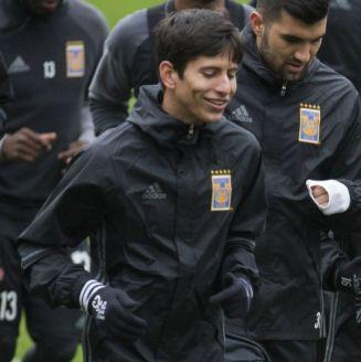 Jürgen Damm junto a Javier Aquino en una práctica con Tigres