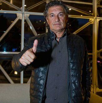 Rubén Omar Romano posa para RÉCORD en el hotel de concentración