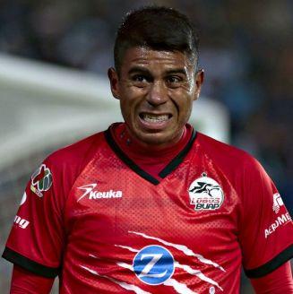 Negrito Medina durante el partido contra Pachuca