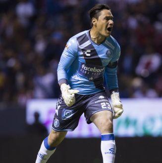 Moises Muñoz durante el partido contra Chivas