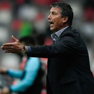 Siboldi se queja durante un juego al frente de Santos