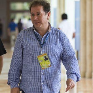 Miguel Favela (derecha) en un evento de la FMF