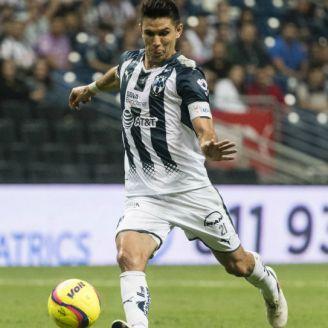 Jesús Molina conduce el balón en el partido contra Dorados