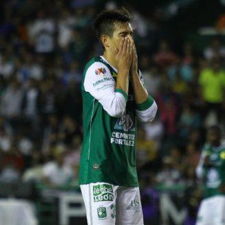Ignacio González en lamento durante un partido contra Cruz Azul