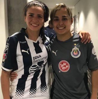 Solis y Félix, abrazadas tras un partido
