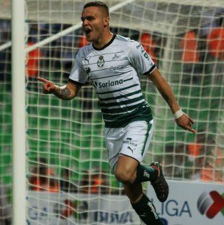 Jonathan Rodriguez festeja gol contra Rayados
