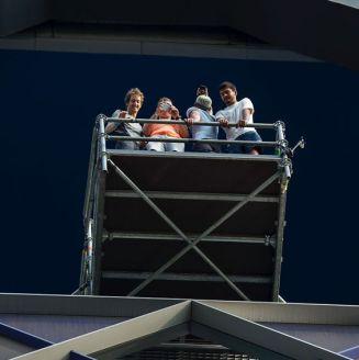Clavadistas observan la fosa en la Torre Bancomer