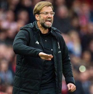 Klopp da indicaciones en juego contra Manchester United