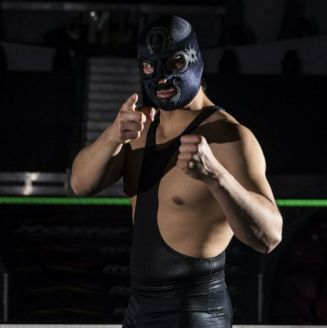 Cuatrero posa para RÉCORD en la Arena México