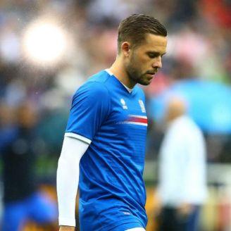 Gylfi Sigurdsson durante un partido con Islandia