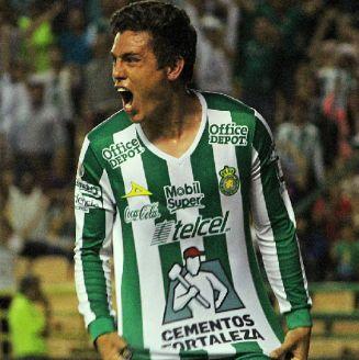 González celebra uno de sus goles frente a Lobos