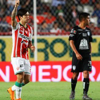 Víctor Dávila festeja gol contra Pachuca