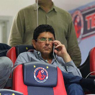 Fiderl Kuri observa un partido del Veracruz