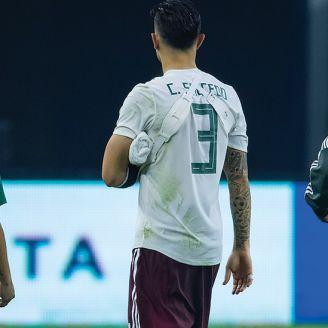 Carlos Salcedo después de sufrir la lesión contra Croacia