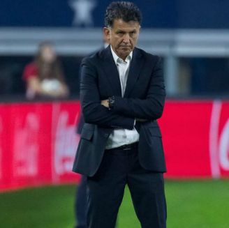 Osorio observa pensativo el duelo del Tri en EU