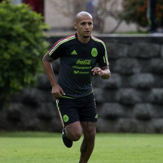 Chaka Rodríguez corre en entrenamiento de la Selección Mexicana en el CAR