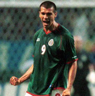 Borgetti festeja su gol contra Italia