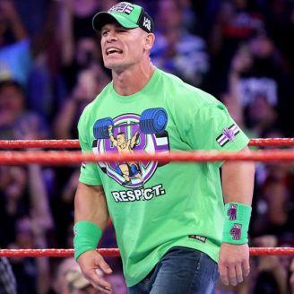 John Cena hace su entrada en RAW