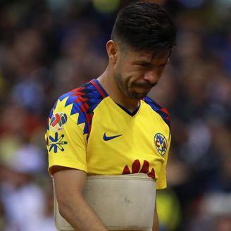 Oribe Peralta salió del Clásico Joven por lesión