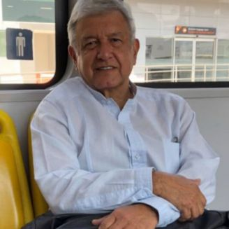 AMLO, durante un recorrido de su campaña