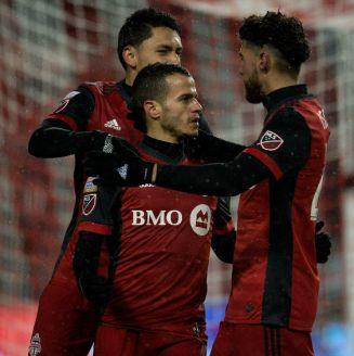 Giovinco y compañía celebran un gol del Toronto