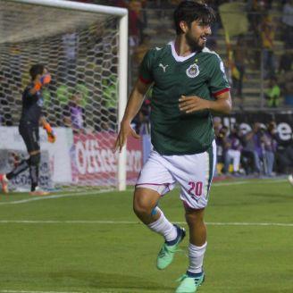 Chivas festeja el gol de Rodolfo Pizarro