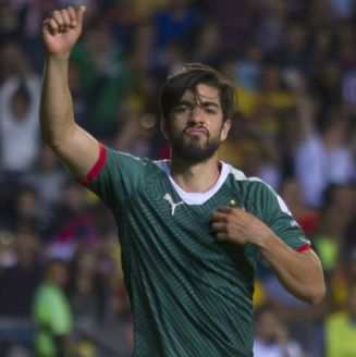 Rodolfo Pizarro en festejo durante un partido con Chivas