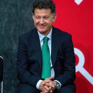 Juan Carlos Osorio durante la ceremonia de la Copa Mundial