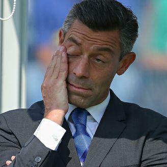 Caixinha se lamenta en un juego del Cruz Azul