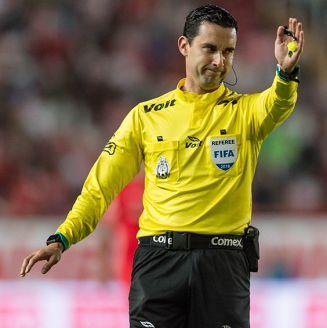 César Ramos dirige un partido de futbol