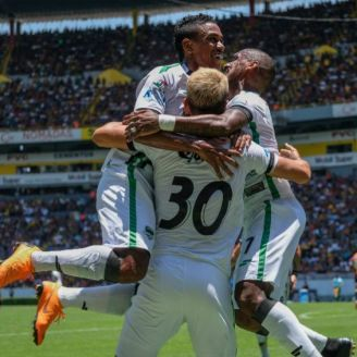 Jugadores de Caferaleros festejan triunfo sobre UDG