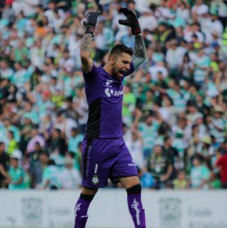 Jonathan Orozco lamenta jugada de Santos