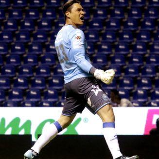 Moi Muñoz festeja un gol en su paso por Puebla