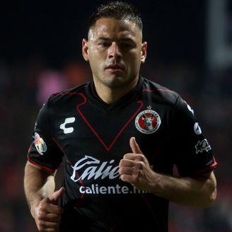 Pablo Aguilar corre durante un partido de Xolos