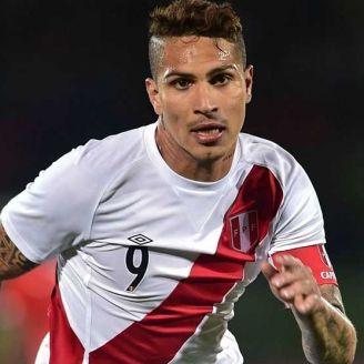 Guerrero, en un partido con Perú