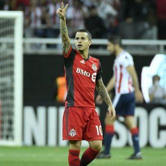 Sebastián Giovinco celebra gol contra Chivas