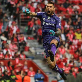 Orozco celebra un gol de Santos en la Final contra Toluca