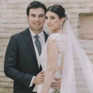 Checo Pérez y su prometida Carola Martínez