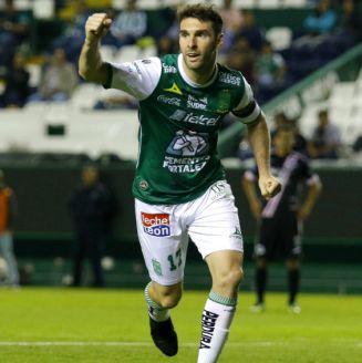Mauro Boselli festeja un gol contra Cafetaleros